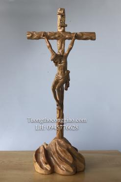 Tượng Chúa Chịu Nạn Trên đồi Gỗ Pơ Mu Cao 40cm (4)